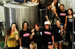 """Azurduy, la primera cerveza """"feminista"""" del país llegó a Mar del Plata"""