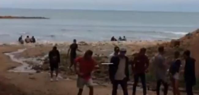 """Denuncian un peligroso """"after"""" clandestino en los acantilados de Mar del Plata"""