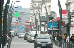 En Tandil los comercios que abren duplican a los que cierran