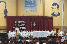Con la presencia de Alicia Kirchner, Rosana Bertone y Sergio Massa, asumió el nuevo obispo de Río Gallegos