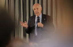 Lavagna confirmó que será candidato a presidente pero evitó hablar de las primarias
