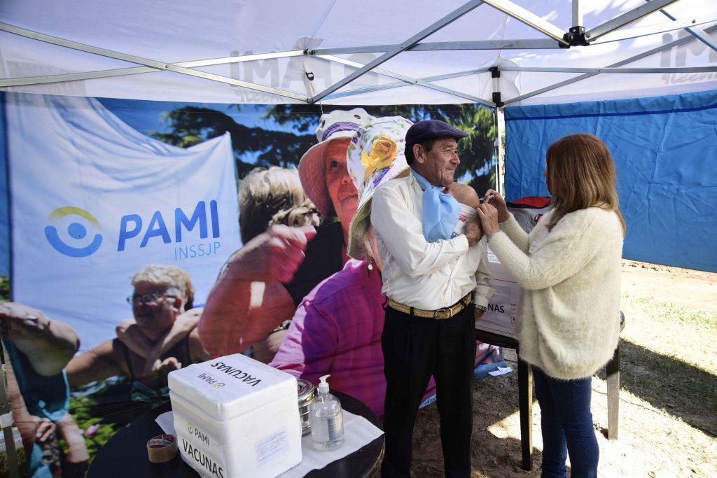 700 mil afiliados de PAMI ya se vacunaron contra la gripe y neumococo