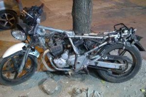 Balearon a la hermana de un automovilista prófugo que mató a un motociclista en un accidente