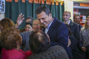 """Massa con jubilados: """"Este Gobierno insensible les sonríe sólo hasta que emitan su voto"""""""