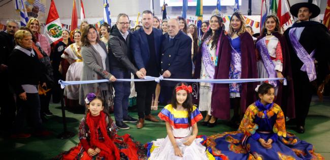 Arroyo participó de la inauguración de Feria de las Colectividades