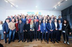Kicillof junta a Massa con los intendentes PJ y relanza la campaña
