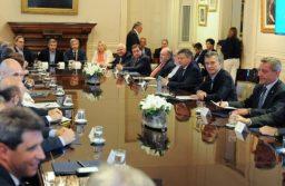Gobernadores reclaman a Macri una compensación por el costo fiscal del paquete de medidas
