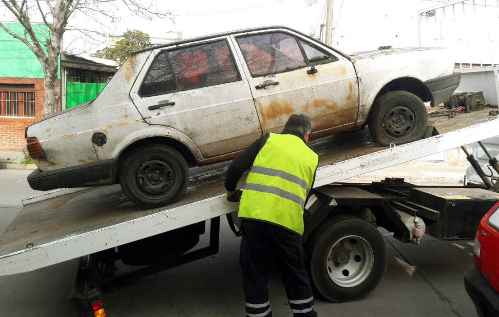 La Municipalidadremovió más de 130 autos abandonados