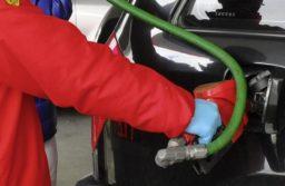 El Gobierno dejó sin efecto el congelamiento de los combustibles y autorizó un aumento del 4%