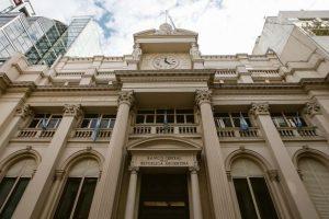 La compra de divisas y las transferencias al exterior requerirán autorización del Banco Central