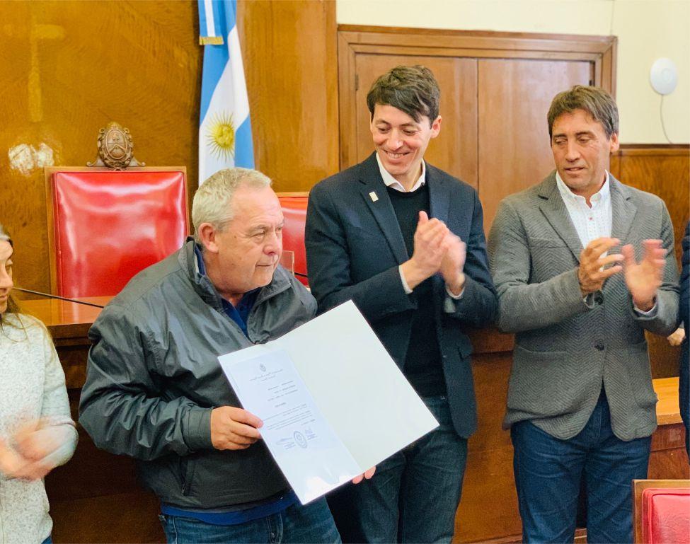 Emotivo reconocimiento a Domingo Robles en el HCD