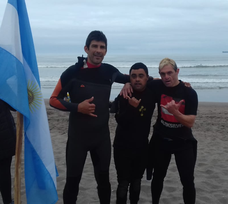 Medalla de oro para surfers marplatenses con síndrome de down