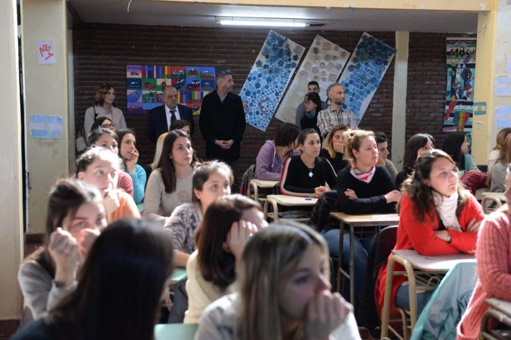 Cientos de docentes rindieron exámenes en un multitudinario concurso público