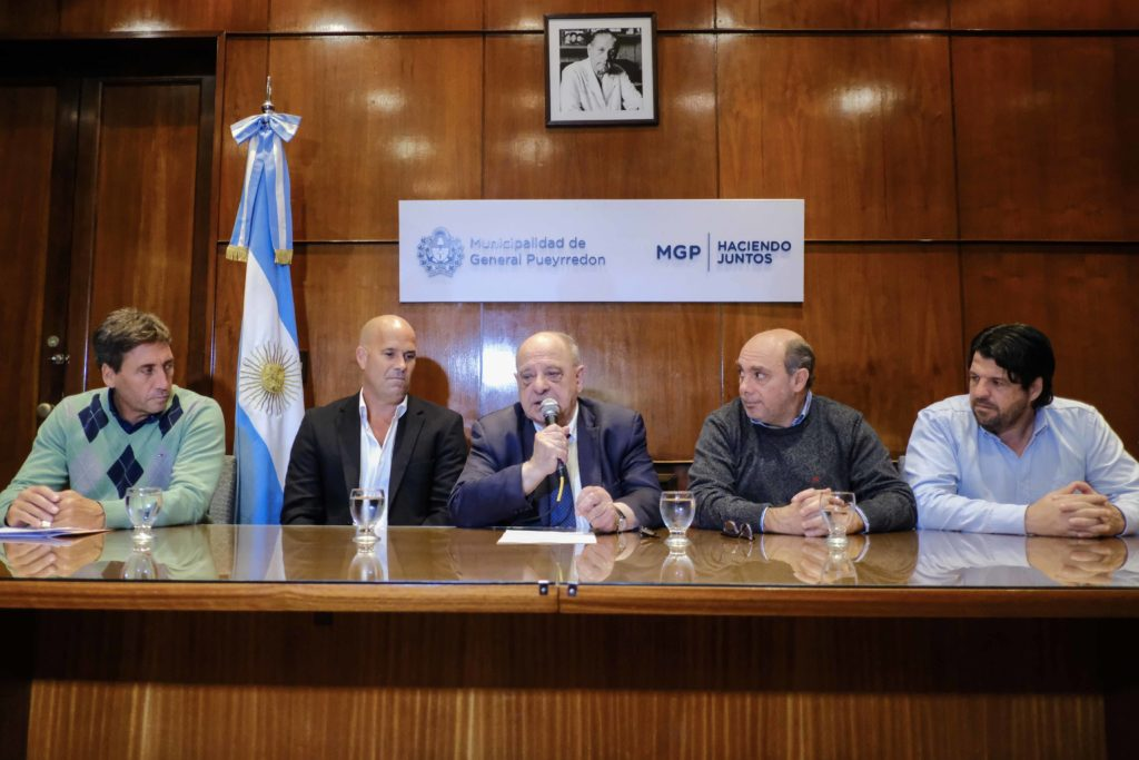 Arroyo presentó la tercera edición del Iroman Mar del Plata