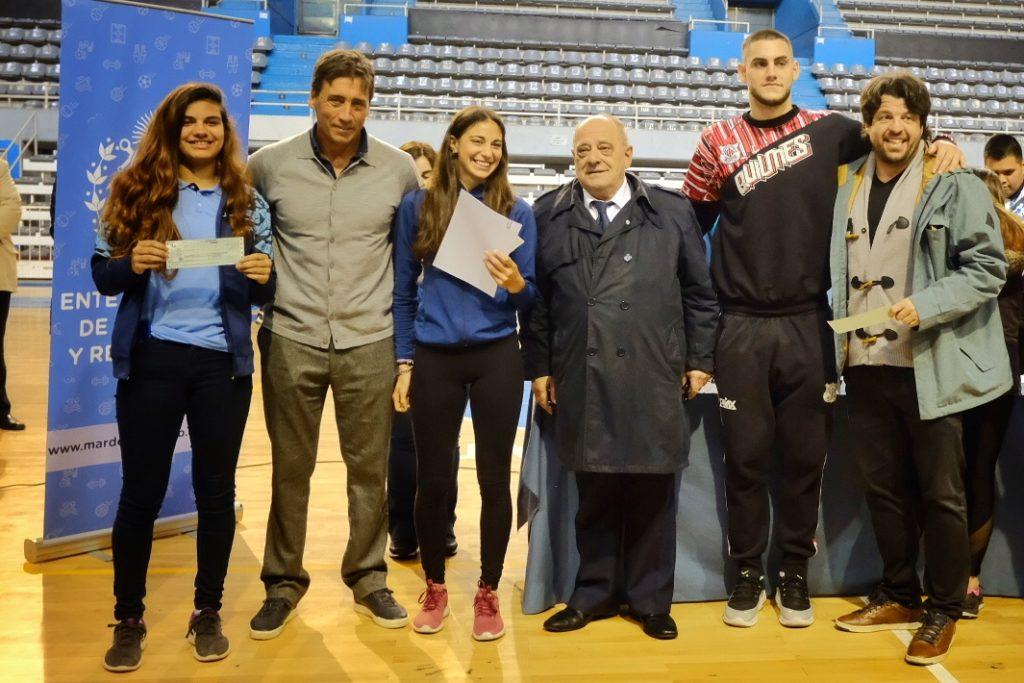 El intendente Arroyo encabezó una nueva entrega de becas a deportistas de la ciudad