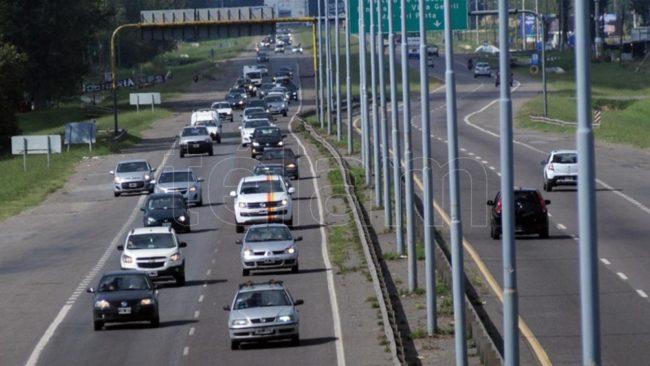 Más de 2500 autos viajan por hora a la Costa