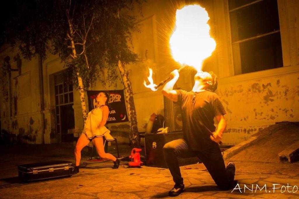Nueva semana de circo a la gorra de Hazmereir en la Plaza del Agua