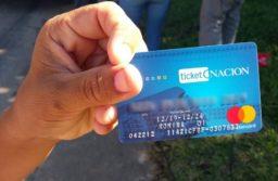 Advierten que los comercios que cobren recargo en las compras con tarjeta Alimentar serán clausurados