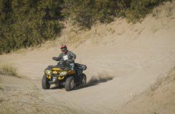 Villa Gesell: Murió un joven por un choque entre una moto y un cuatriciclo en una picada clandestina