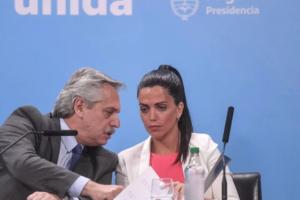 Alberto Fernández, el viernes, con la directora ejecutiva del PAMI, Luana Volnovich.