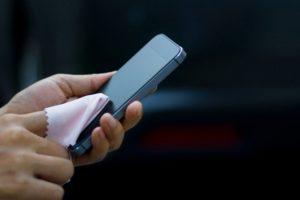 Cómo limpiar tu celular para que no propague virus ni bacterias