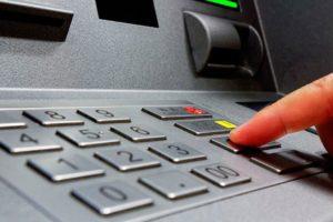 Cómo hacer extracciones de efectivo de un cajero automático sin tarjeta de débito