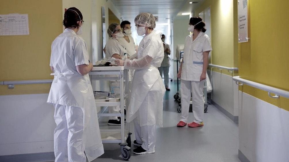 España superó a Italia en contagios y registró una leve baja en los muertos diarios