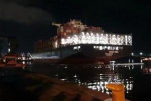Llegó el primer barco de China con miles de insumos para equipar los hospitales bonaerenses