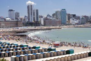 El gobierno de Axel Kicillof y los intendentes de las ciudades balnearias avanzan en los protocolos para que haya temporada de verano