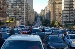 Masiva caravana en Mar del Plata por el décimo aniversario de la muerte de Néstor Kirchner. FOTOS