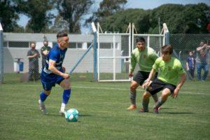 Alvarado comenzó a moverse y jugó amistosos con Santamarina de Tandil