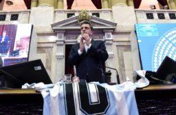 El homenaje a Maradona en Diputados se cruzó con la grieta