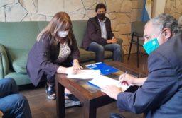 UTHGRA firmó un convenio con la Universidad para la capacitación de sus afiliados